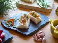 Bacallà gratinat amb ceba caramelitzada i roquefort.